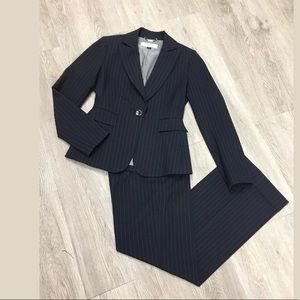 Tahari pinstripes pants suit set Sz 0P